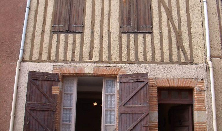 Maison de Ville T3 Mitoyenne, Lézat sur Léze. – 200103