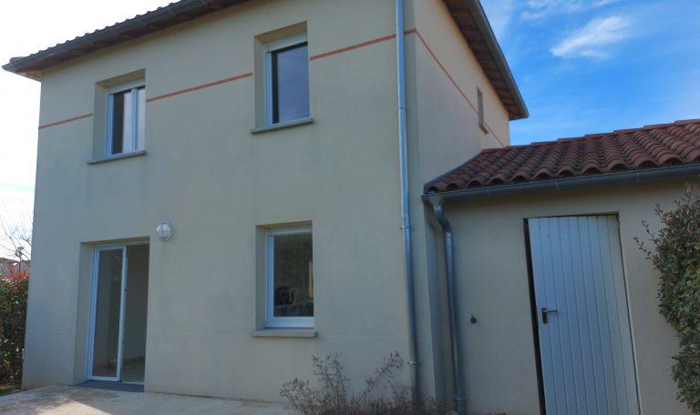Eaunes, Maison Mitoyenne à Etage, T4 sur Terrain Clos d'environ 232 m².