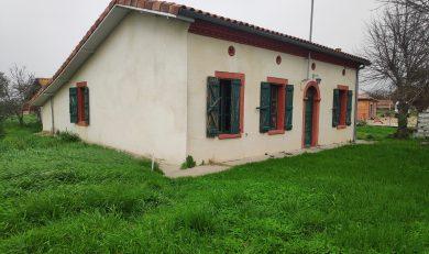 Miremont, Maison style fermette d'environ 85 m² à rénover sur terrain d'environ 600 m².