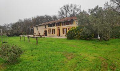 Eaunes, Très beau Corps de ferme avec dépendance accolée sur terrain d'environ 1 hectare.
