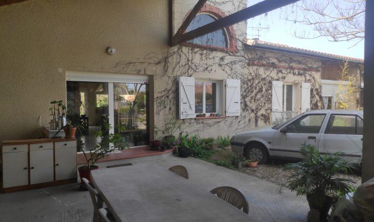 Maison Toulousaine Mitoyenne de plain-pied d'environ 137 m² sur un Terrain d'environ 750 m².