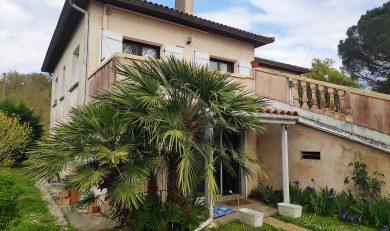 Calmont Maison familiale T6 Années 70 avec piscine sur Terrain clos d'environ 2168 m².