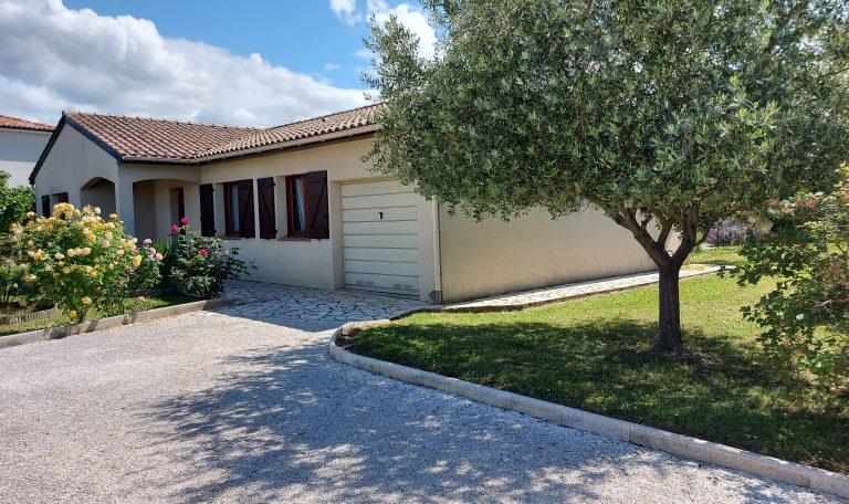 Eaunes, Charmante Maison Plain-Pied T4 sur Terrain clos de 850 m² environ avec piscine.