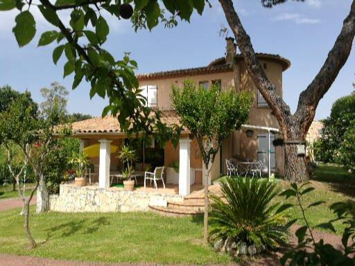 Eaunes, Maison de Caractère T5/6 191 m² sur Magnifique Terrain arboré 3260 m² avec piscine.