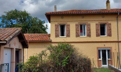 Lagardelle sur Léze, Charmante Maison Mitoyenne de Village, T4 à étage, avec Garage et Jardin.