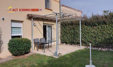 Eaunes, Centre Ville, Villa Mitoyenne par le garage, T3 à étage, avec garage et jardin.